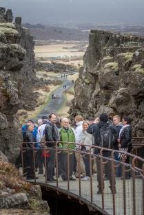 Islannin tuliperäisyys ei jäänyt kyseenalaiseksi. Oli helppo kuvitella, miten sula laava on kasautunut valtaviksi jähmettyneiksi kallioiksi.
